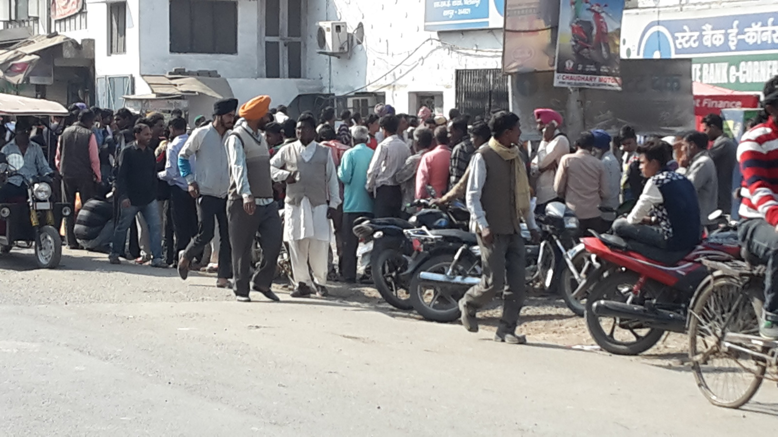 Queues of people outside the banks in India