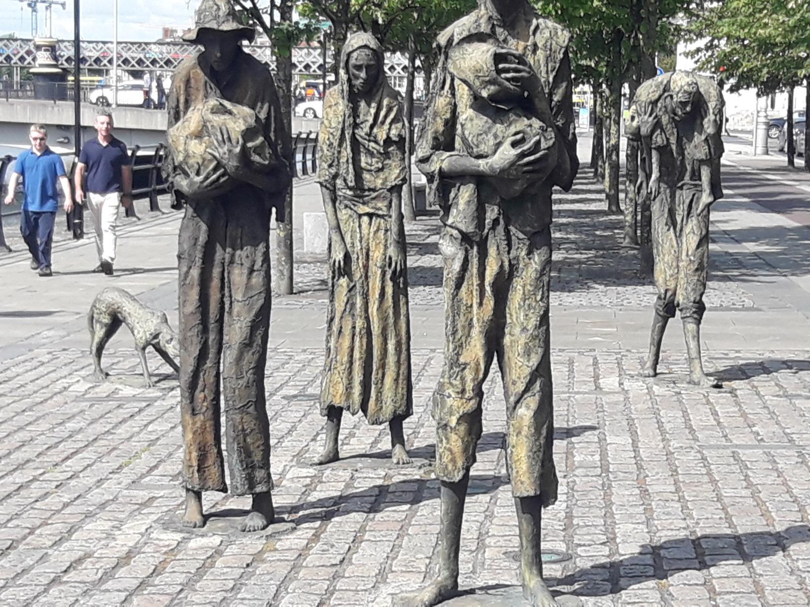 Statue of skinny people